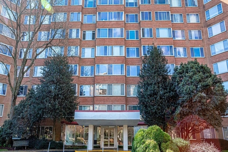 1 Bed at 120 Riverside Blvd Unit 810