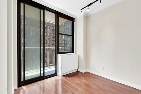 1 Bed at 120 Riverside Blvd Unit 7L