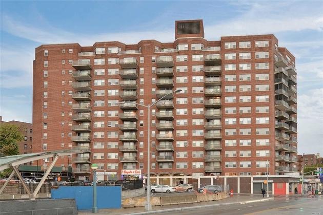 520, Briarwood, NY, 11435 - Photo 1