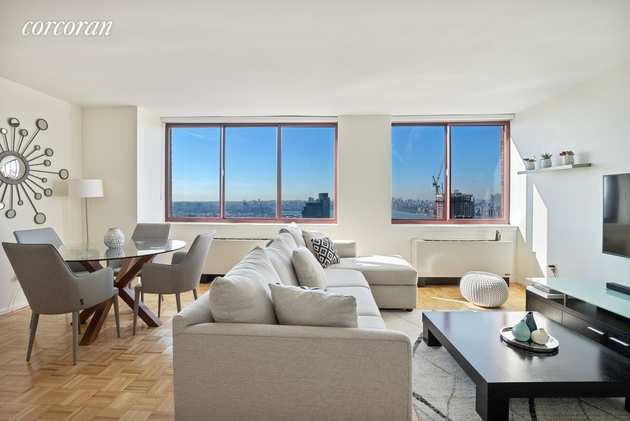 6743, Long Island City, NY, 11109 - Photo 2