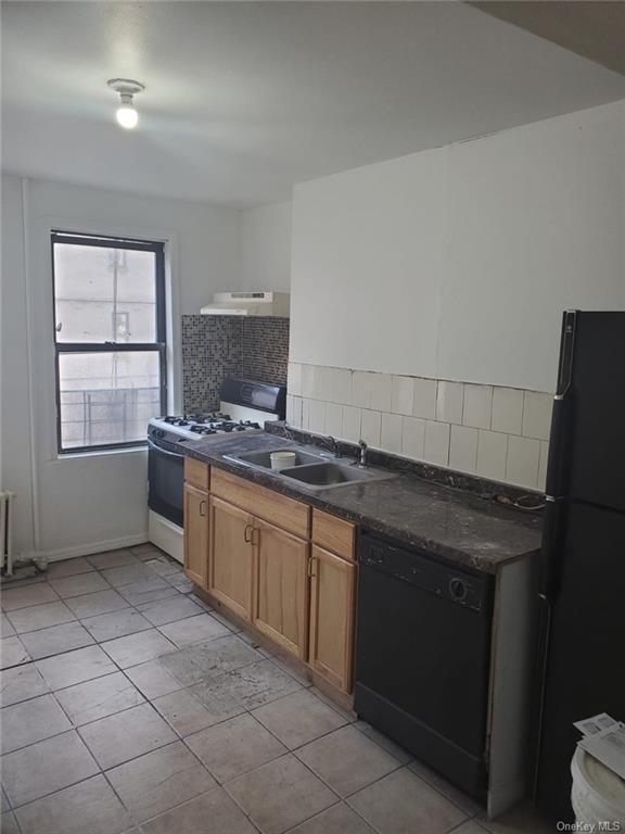 1929, Bronx, NY, 10452 - Photo 2