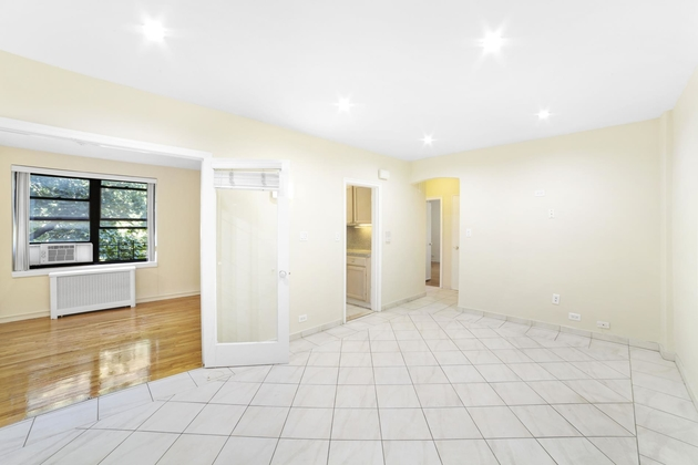 2435, Queens, NY, 11370 - Photo 2