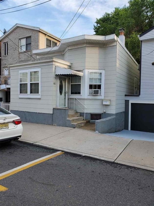 10000000, Guttenberg, NJ, 07093 - Photo 1