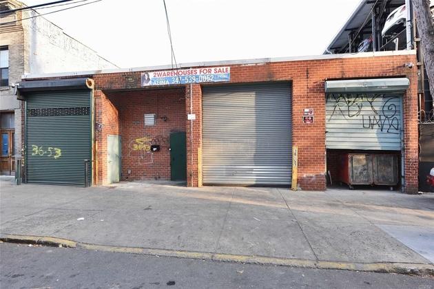 10000000, Long Island City, NY, 11106 - Photo 2