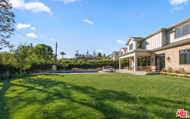 10000000, Los Angeles, CA, 90049 - Photo 1
