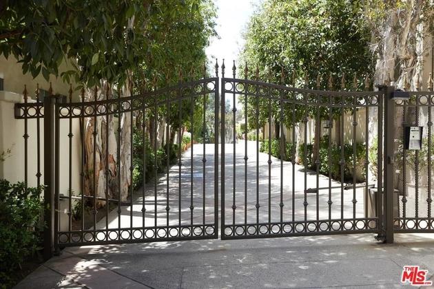 453 South BARRINGTON Avenue, Los Angeles (City), CA, 90049 - Photo 1