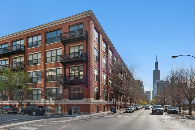 7952, Chicago, IL, 60610 - Photo 1
