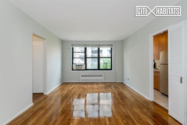 208 E 70th St, New York, NY, 10021 - Photo 2