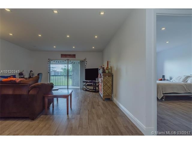 10000000, Lauderhill, FL, 33319 - Photo 2