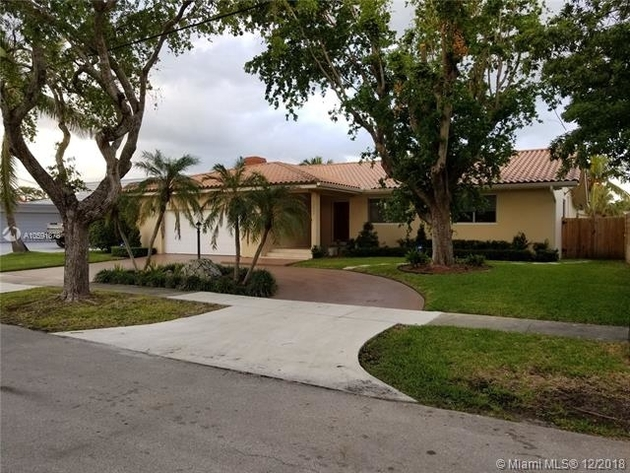 8575, North Miami, FL, 33181 - Photo 1