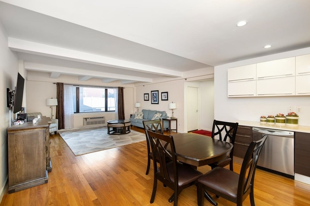 5575, Queens, NY, 11106 - Photo 2