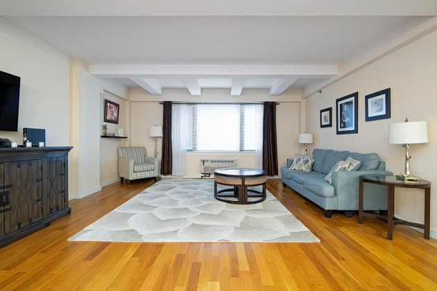 5575, Queens, NY, 11106 - Photo 1