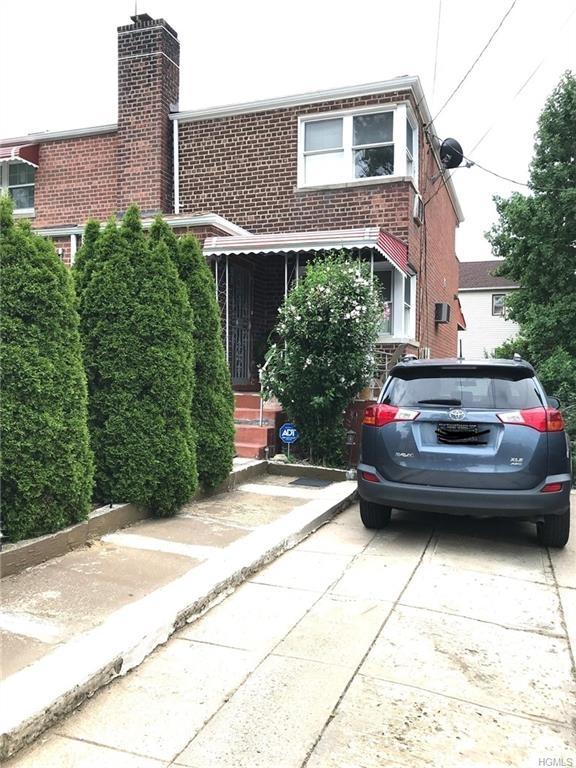 5922, Bronx, NY, 10469-5622 - Photo 1