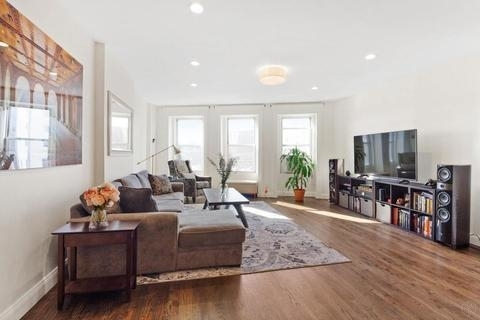 5274, Brooklyn, NY, 11217 - Photo 1