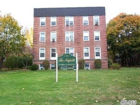 10000000, Lawrence, NY, 11559 - Photo 1