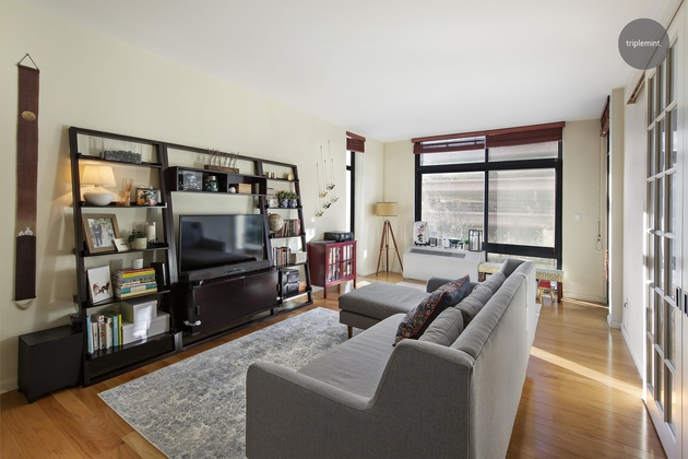 5290, Queens, NY, 11101 - Photo 2