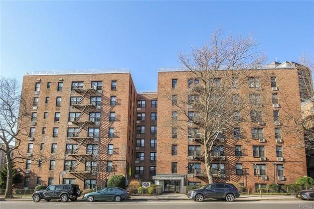 10000000, Bronx, NY, 10469-1161 - Photo 1