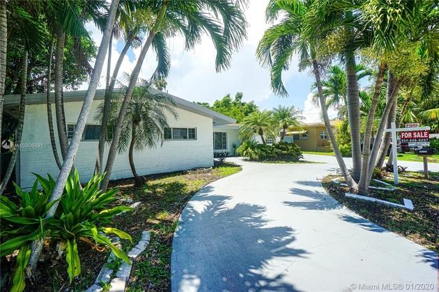2652, Miami, FL, 33180 - Photo 1