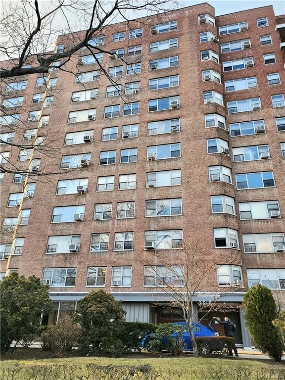 10000000, Bronx, NY, 10463 - Photo 1