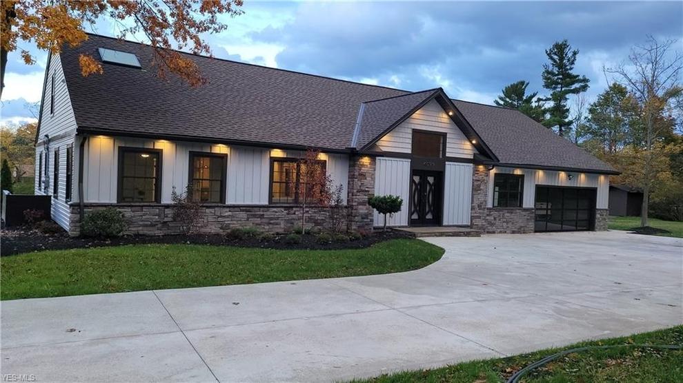 Building at 4099 Lander Road, Chagrin Falls, OH 44022