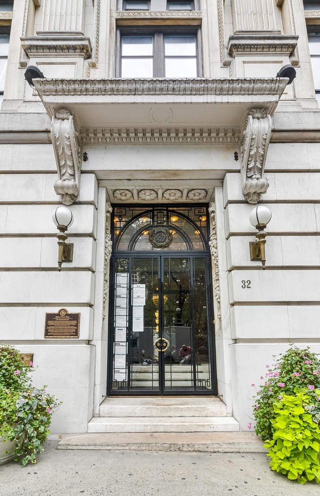 Building at 32 West 40th Street, New York, NY 10018