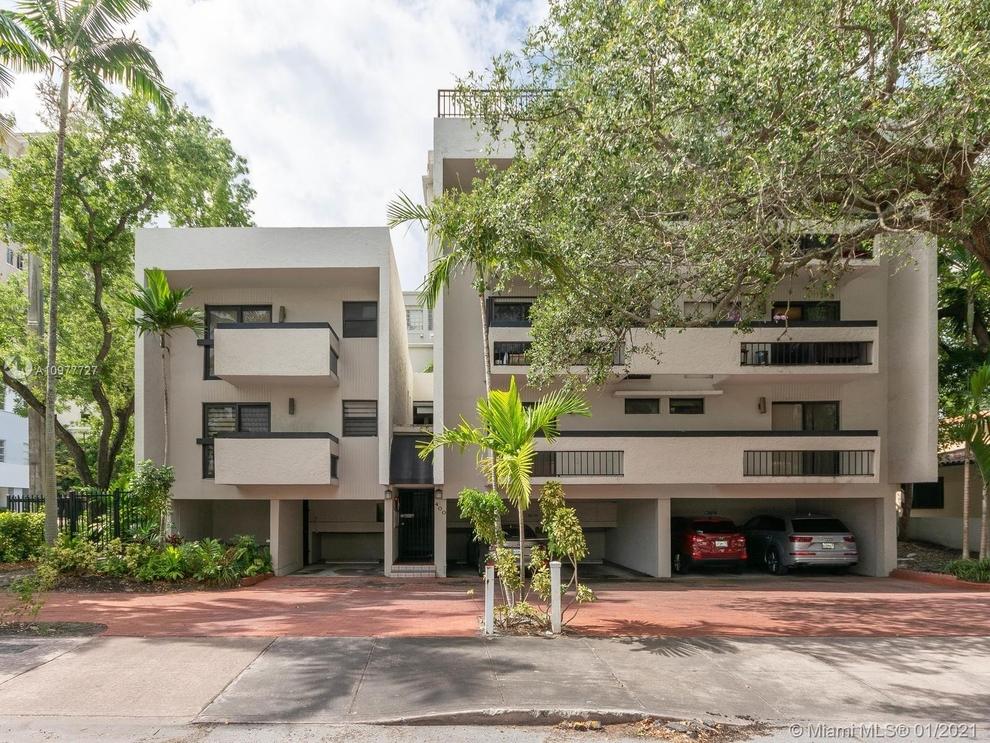 Building at 400 Valencia Avenue, Miami, FL 33134