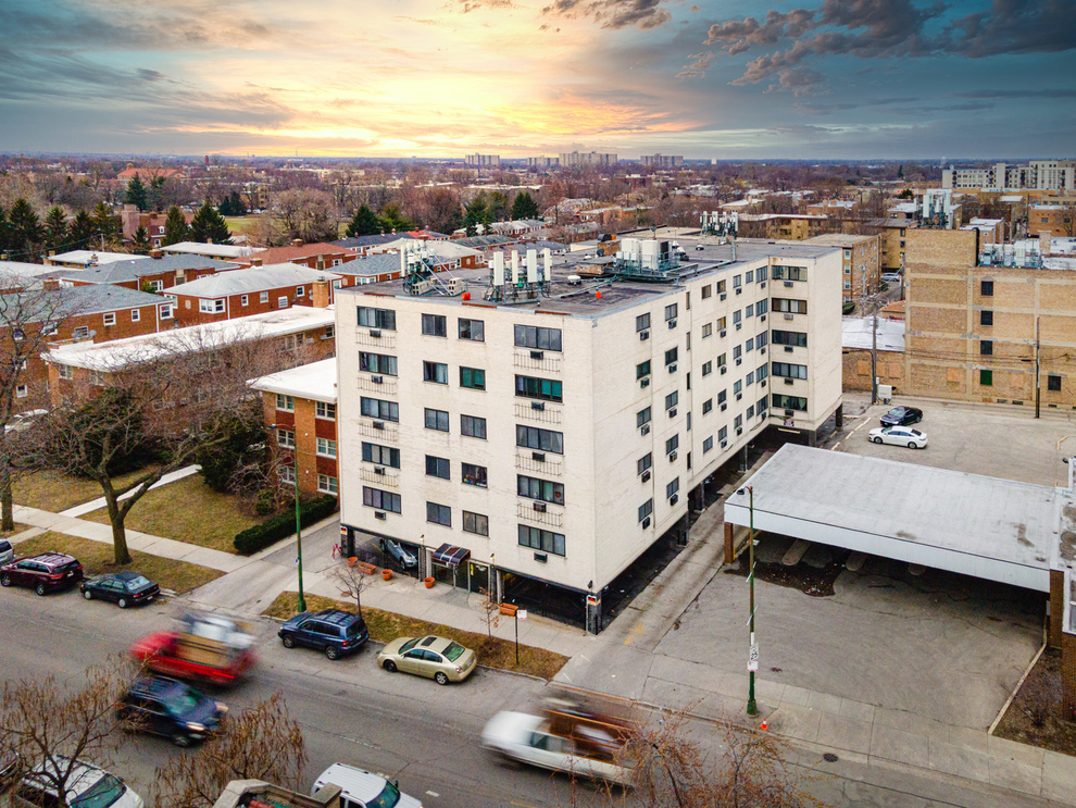 Building at 7540 North Ridge Boulevard, Chicago, IL 60645
