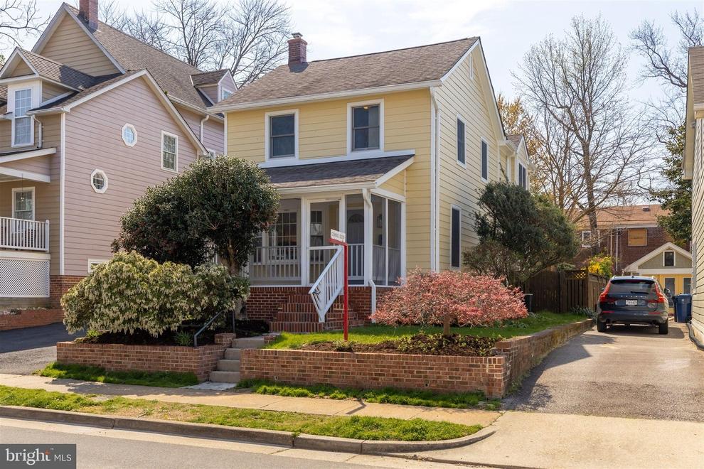 Building at 31 East Linden Street, Alexandria, VA 22301