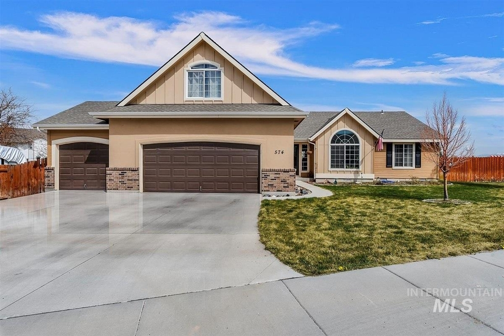 Building at 574 West Omphale Street, Kuna, ID 83634