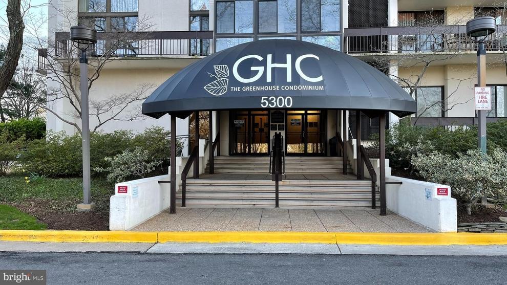 Building at 5300 Holmes Run Parkway, Alexandria, VA 22304