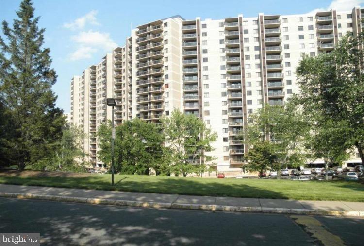 Building at 309 Yoakum Parkway, Alexandria, VA 22304