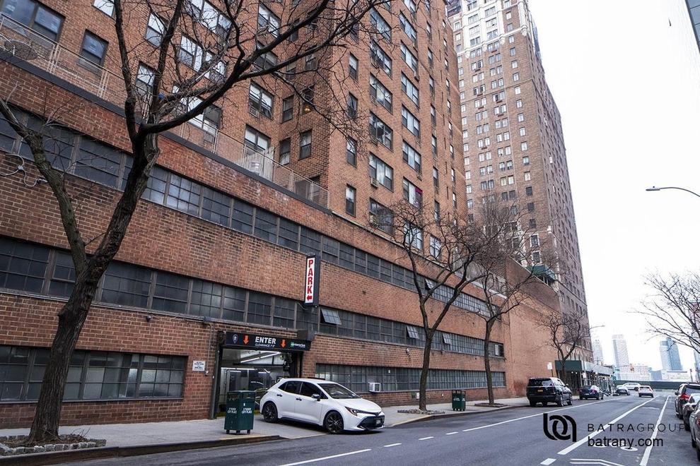 Building at 5 Tudor City Place, New York, NY 10017