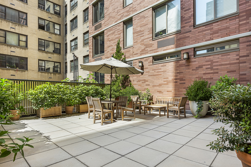 Building at 400 East 90th Street, New York, NY 10128