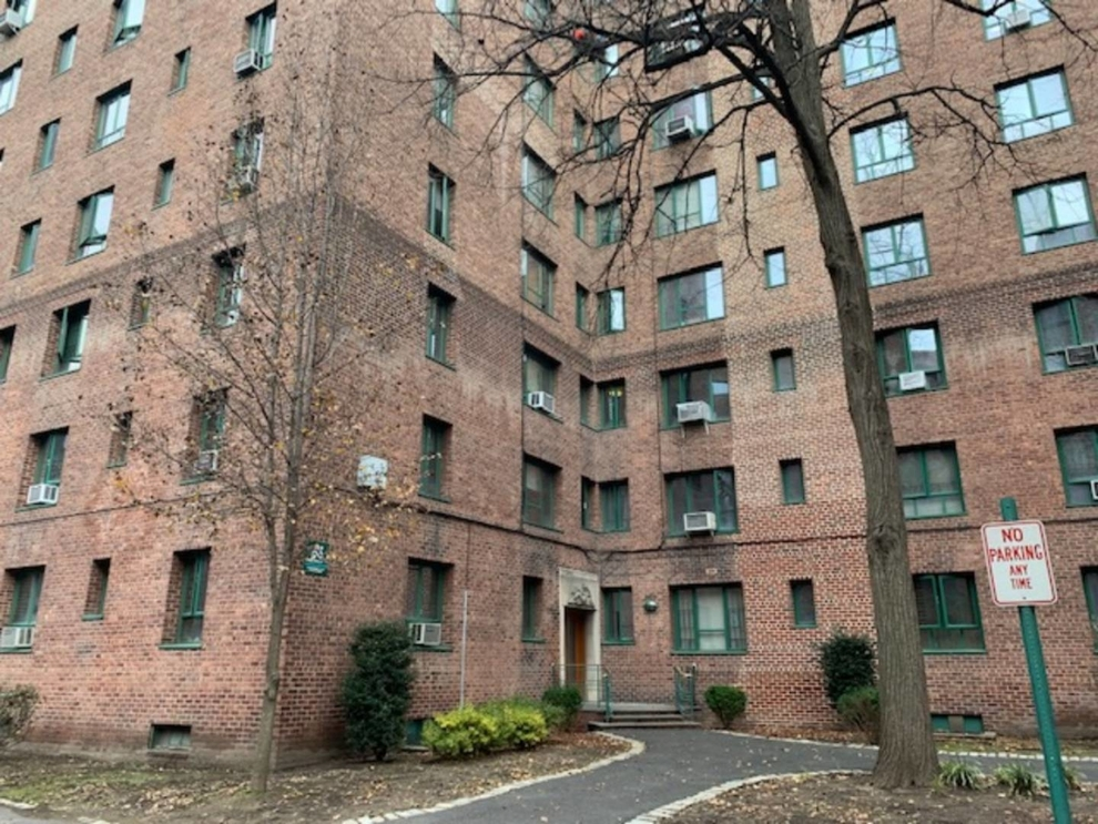1515 Metropolitan Avenue, Bronx, NY 10462: Sales, Floorplans