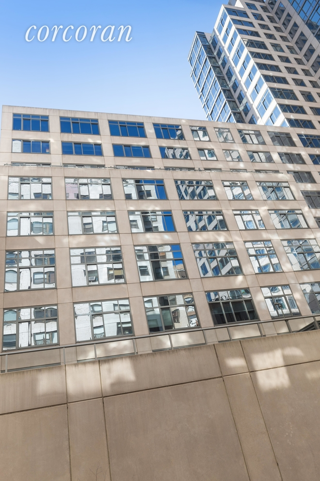Building at 420 East 72nd Street, New York, NY 10021