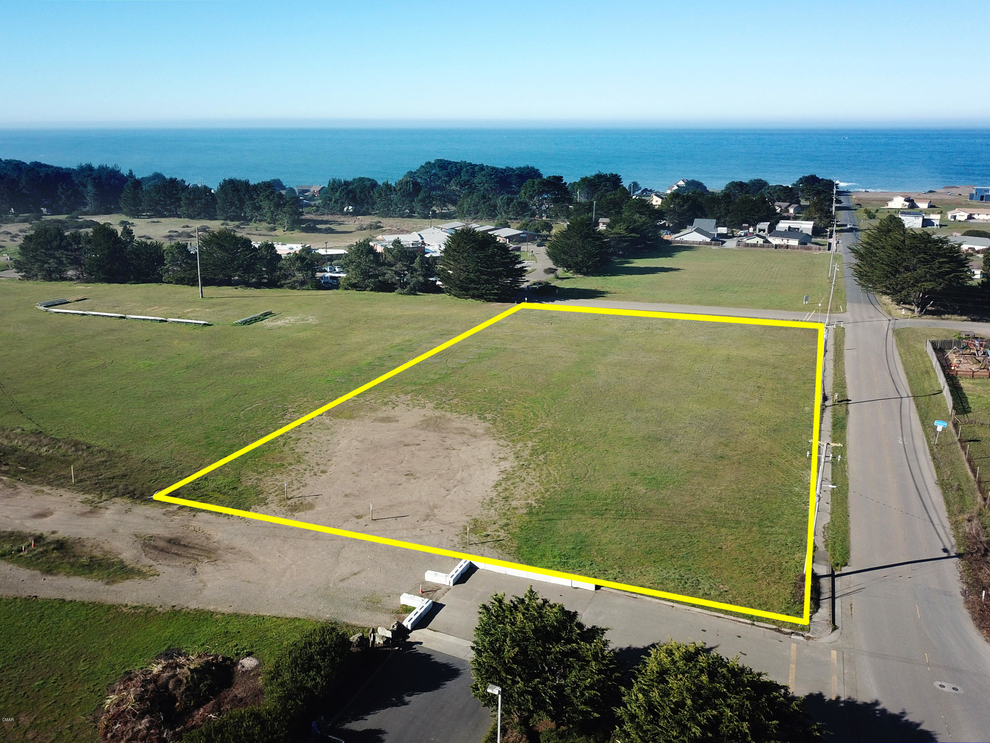 Building at 250 West Ocean View Drive, Fort Bragg, CA 95437